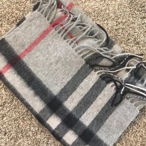 BURBERRY Scarf.ONLY WORE ONCE. New condition